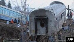 """Катастрофа поезда """"Невский экспресс"""" произошла в пятницу поздно вечером неподалеку от тверской деревни Хмелевка"""