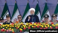 Hasan Roohani Tehranda hərbi paradda