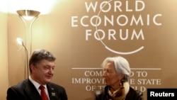 Shefja e FMN-së, Christine Lagarde, së bashku me presidentin ukrainas, Petro Poroshenko