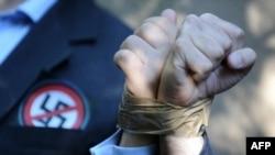 Акция антифашистских и еврейских организаций у дома Ласло Чатари в Будапеште