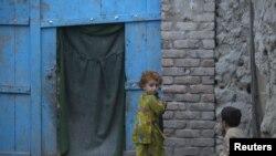 أطفال اسرة فقيرة