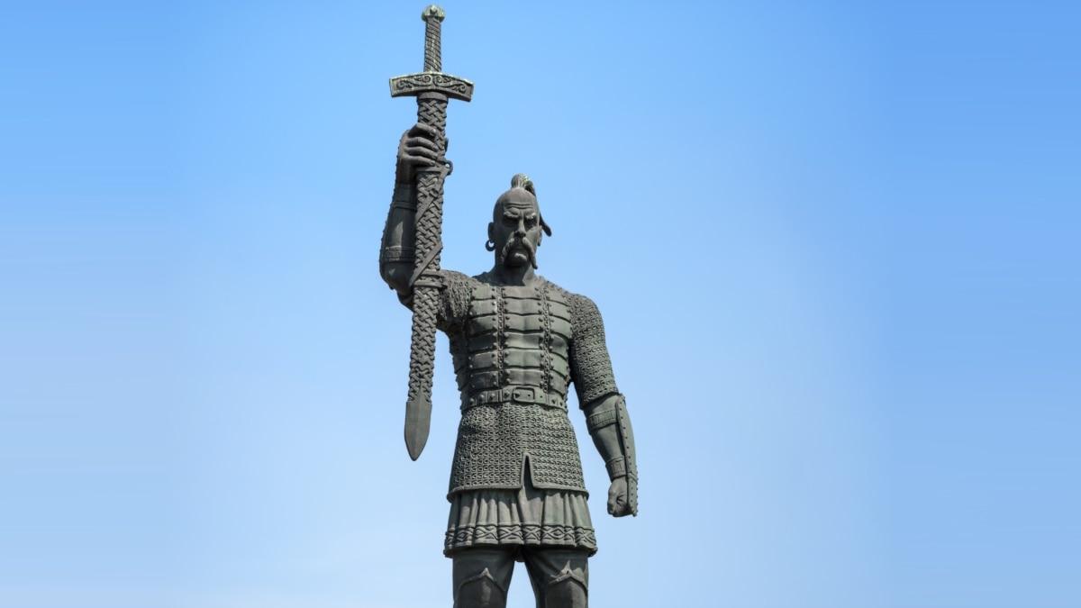 «Оружие и доспехи были ценными вещами» €? историк об оружии времен Украины-Руси