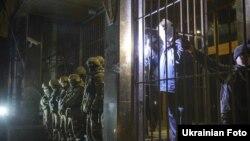 """Киев. Возле здания компании """"Укрнафта"""" вечером 22 марта 2015 года"""
