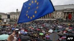 Միացյալ Թագավորություն - Եվրամիությունից դուրս գալու դեմ բողոքի ցույց Լոնդոնի կենտրոնում՝ Թրաֆալգար հրապարակում, 28-ը հունիսի, 2016թ․
