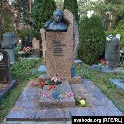 Помнік Івану Шамякіну