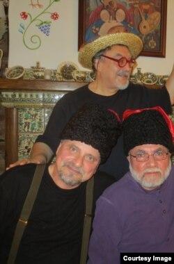 А.Генис, В.Комар и А.Цветков в украинском ресторане в Нью-Йорке