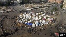 Демонстранти поставија шатори на плоштадот во Каиро