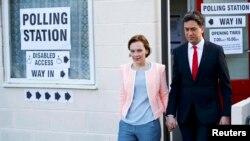 Лидер лейбористов Эд Милибэнд с женой Джастин после голосования