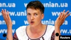Украина Жоғарғы Радасының депутаты Надежда Савченко. Киев, 2 тамыз 2013 жыл.