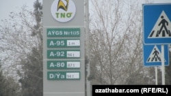 Daşoguzly sürüjiler ýangyç stansiýalrynda benziniň kem guýulmagyndan zeýrenýärler.