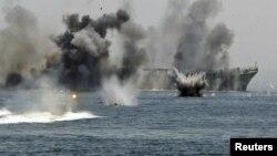 مناورات ايرانية في محيط مضيق هرمز
