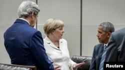 На саміце былі магчымасьці і для двухбаковых кантактаў. На здымку: Ангела Меркель і Барак Абама 5 верасьня 2016.
