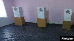 Գյումրիի ընտրատեղամասերից մեկը հոկտեմբերի 2-ի ՏԻՄ ընտրությունների ժամանակ