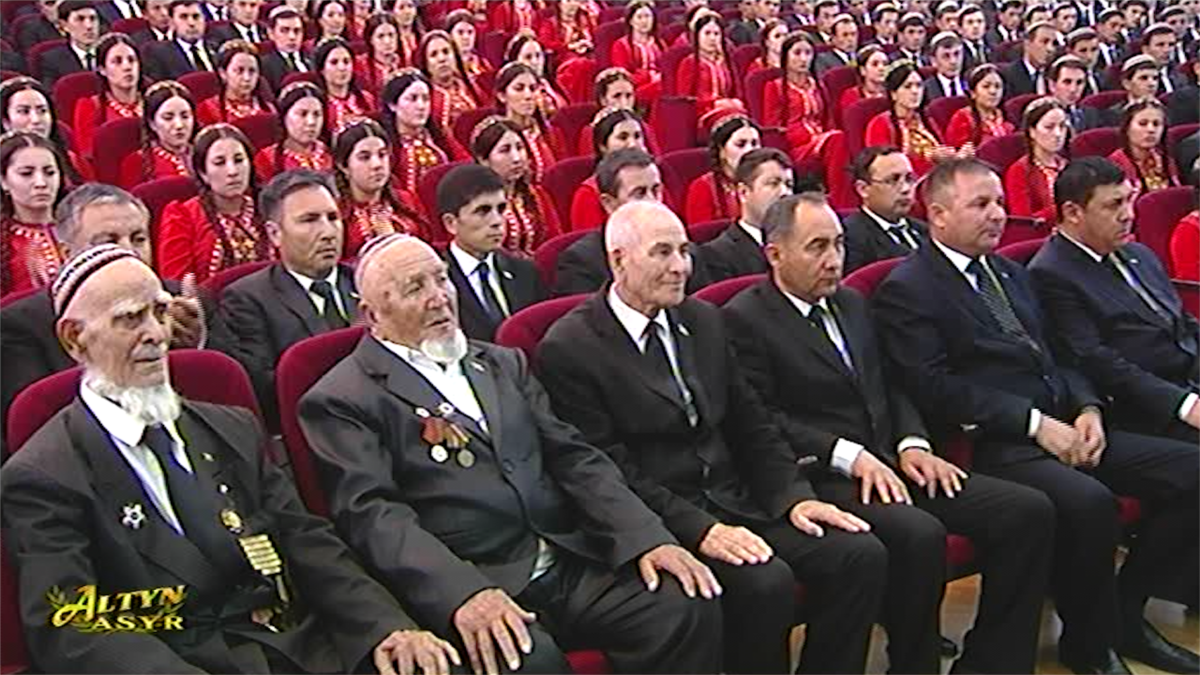 Image Turkmen WWII Veterans Must Pay For Gifts They'll Receive From President On Victory Day