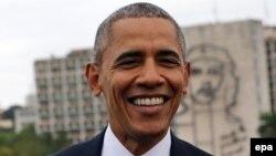 اوباما در هاوانا پشت به یک دیوارنگاری از ارنستو چهگوارا