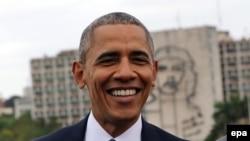 Обама на фоне Че