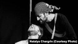 """Мэттью Гринхаф и Икрам Гилани в спектакле """"Бисмилла!"""""""