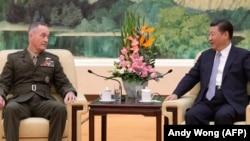 Председатель КНР Си Цзиньпин и глава Объединенного комитета начальников штабов США генерал Джозеф Данфорд, 17 августа 2017