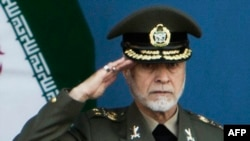 Шефот на иранската армија Атаола Салехи.