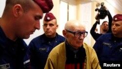 Собиқ Коммунистик партия арбоби Бела Бишку суд залида.