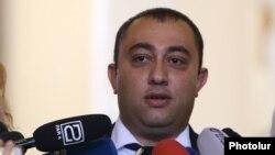 Новоназначенный губернатор Вайоцдзорской области Арарат Григорян беседует с журналистами, Ереван, 31 октября 2019 г․