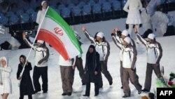 مرجان کلهر، عضو تیم اسکی بانوان ایران در مراسم رژه تیم های حاضر در المپیک زمستانی ونکوور پرچمدار ایران بود.