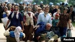 Izbeglice iz Srebrenice, jula 1995. godine