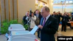 Grab: Russia -- Putin votes, Moscow, 18Mar2018