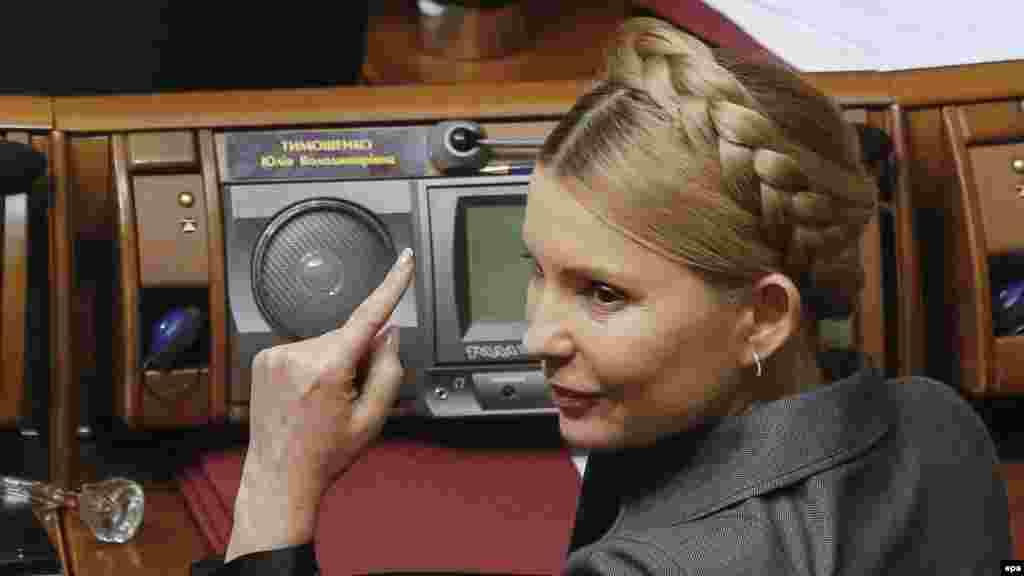 Керівник депутатської фракції «Батьківщина» Юлія Тимошенко в сесійній залі Верховної Ради під час голосування за законопроект, який визнав Росію країною-агресором, а угруповання «ДНР»і «ЛНР» терористичними організаціями. За це проголосував 271 народний депутат із 298 зареєстрованих у сесійній залі. Київ, 27 січня 2015 року