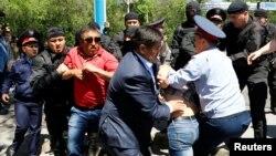 Задержания направляющихся на акцию протеста. Алматы, 21 мая 2016 года.