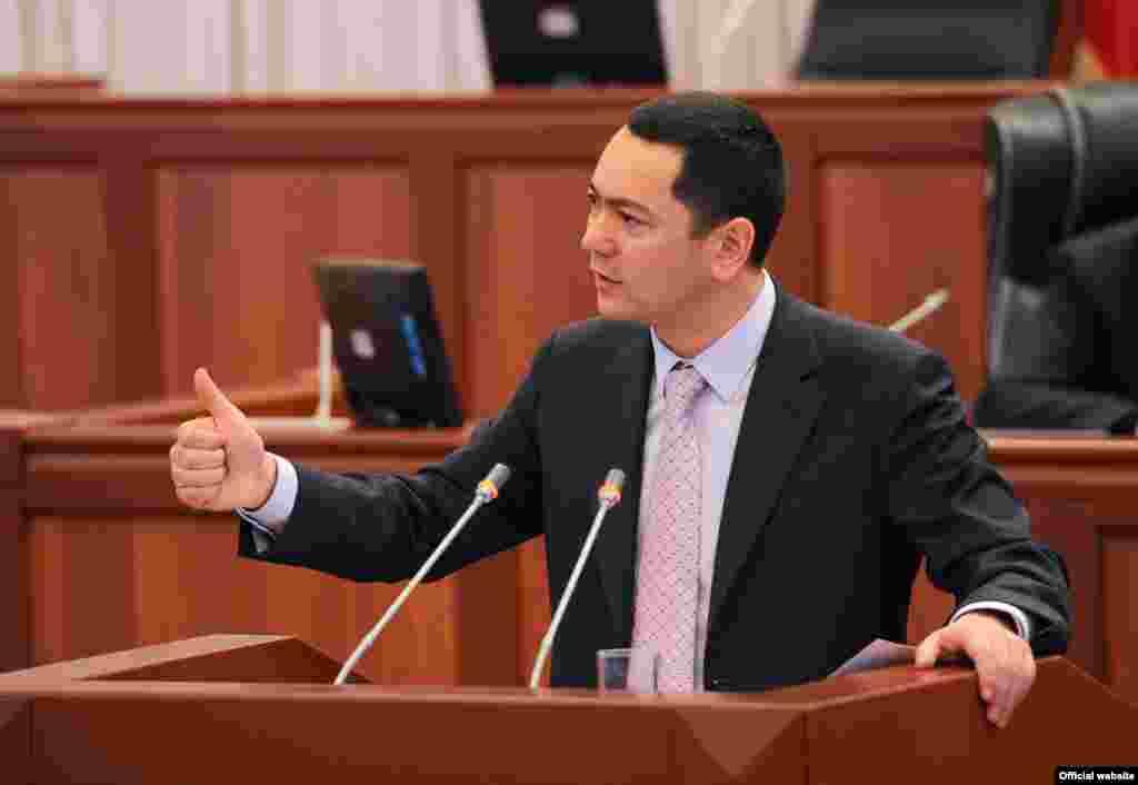 Жогорку Кеңеш премьер-министрликке Өмүрбек Бабановду шайлады, 23-декабрь.