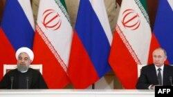 Vladimir Putin (djathtas) gjatë një takimi të mëparshëm me presidentin iranian Hassan Rohani