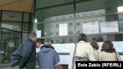 Nezaposleni isped Zavoda za zapošljavanje, Zageb, 14. siječnja 2011