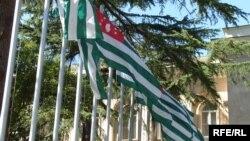 Сегодня, после того как дипломаты дали оценку деятельности Мауро Мурджиа, возник еще один вопрос: отреагируют ли МВД Абхазии или прокуратура на публично прозвучавшие обвинения в мошенничестве?