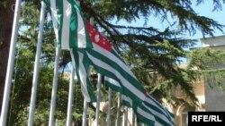 Стране нужны кардинальные изменения, Александр Анкваб вынужден согласиться с этим и пойти на какие-то контакты с Координационным советом политических партий и общественных организаций Абхазии