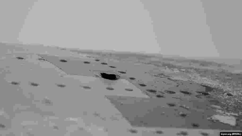 Над Черным моремс ранее захваченных Российской Федерацией буровых платформ обстреляли транспортный самолет Военно-Морских сил Украины Ан-26, 2 февраля 2017 года