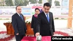 Китай начал строить в Душанбе здания парламента и правительства