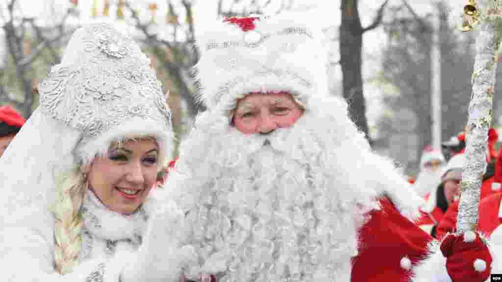 Paradë për Vitin e Ri në Bishkek, Kirgistan, 31 dhjetor 2012.