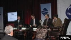 Gjatë diskutimit mbi pjesëmarrjen e votuesve në zgjedhjet lokale. Prishtinë, 9 nëntor 2009.