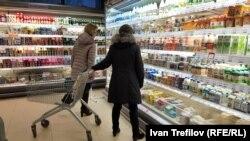 Оценки годовой инфляции в марте: Росстат - 4,3%, население - 14%.