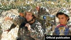 Военнослужащие Армии обороны НК (архив)
