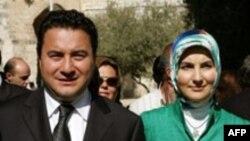 علی بابا جان، وزیر امور خارجه ترکیه همراه با همسر محجبه خود در سفر به اورشلیم ( بیت المقدس)