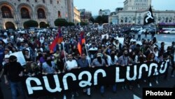 Armenia - People demonstrate in Yerevan against a rise in electricity prices, 27May2015.