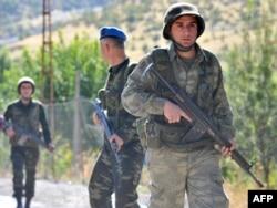 جنود أتراك في دورية قرب الحدود مع العراق