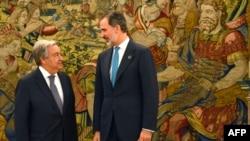فیلیپ ششم، پادشاه اسپانیا (سمت راست) و آنتونیو گوترش، دبیرکل سازمان ملل در نشست تغییرات اقلیمی در مادرید.