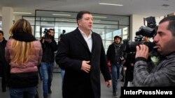 Тбилисский градоначальник не сомневается, что дело против него возбуждено именно сейчас неслучайно: близятся выборы в местные органы власти, и он планировал возглавить оппозицию в борьбе за пост мэра столицы