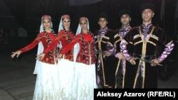 Алматыдағы фестивальге Әзербайжанның Фикрет Амиров атындағы ән және би мемлекеттік ансамблі де келді.