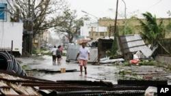 Manghkut Filippinlerde 64 adamyň ölmegine sebäp boldy.