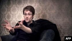 Эдвард Сноуден во время интервью шведской газете в 2015 году в Москве.
