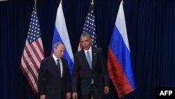 Pamje nga takimi i mbrëmshëm ndërmjet presidentëve Obama (djathtas) dhe Putin